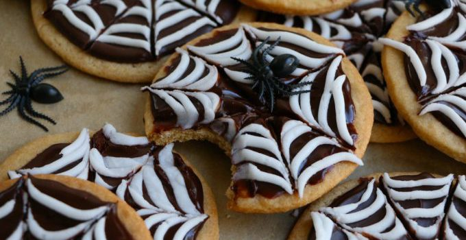 Spider Web Sugar Cookies from Hip Foodie Mom